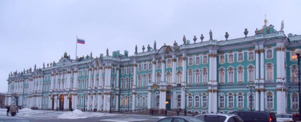Musée de l'Ermitage qui donne sur la Place du Palais