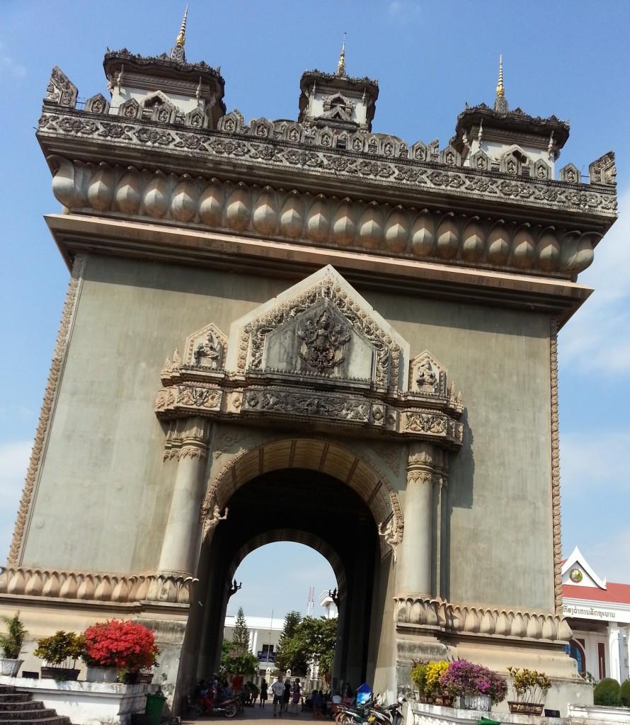 Patuxai à Vientiane aux airs de l'arc de triomphe de Paris