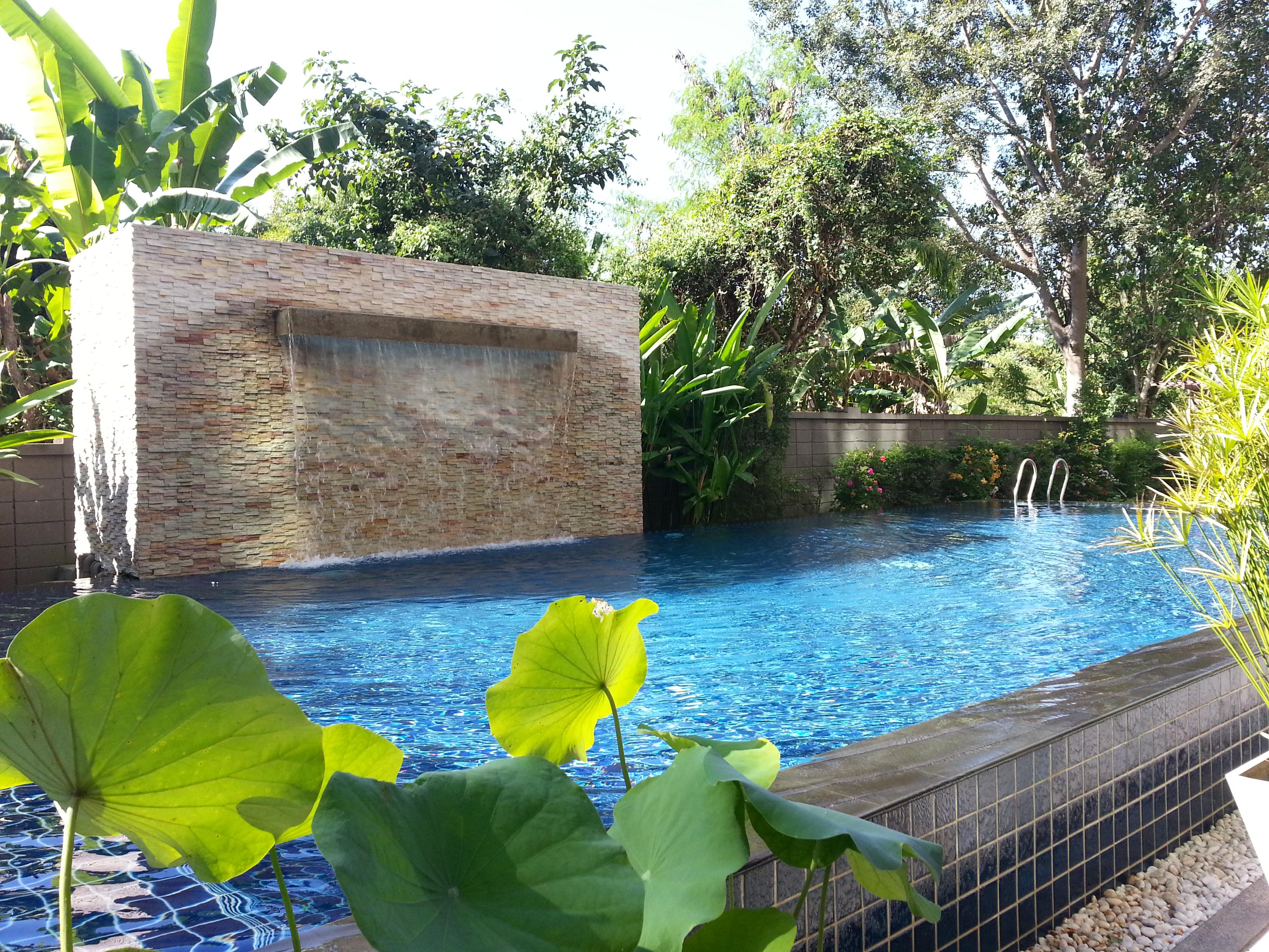 Vis ma vie d 39 expatri e chiang mai le blog de cyn for Prix piscine naturelle autoconstruction