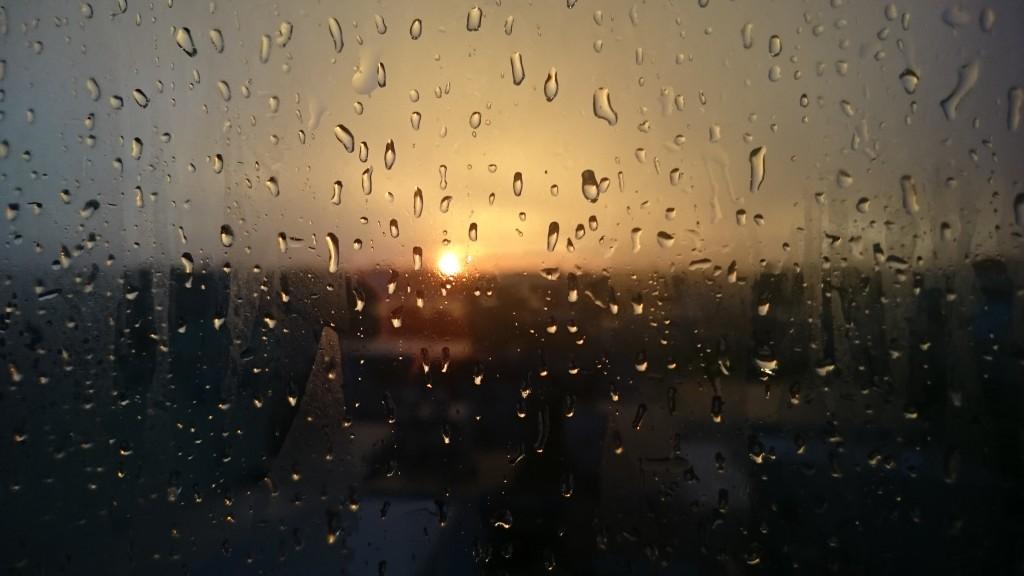 Le calme et un magnifique coucher de soleil après une tempête à Ho Chi Minh City