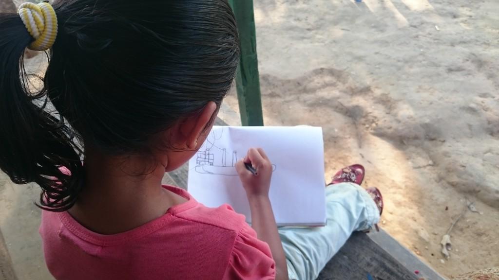 Lidiya qui dessine