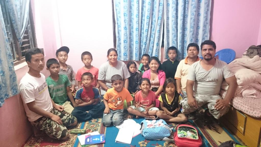 Photo de groupe avec les orphelins