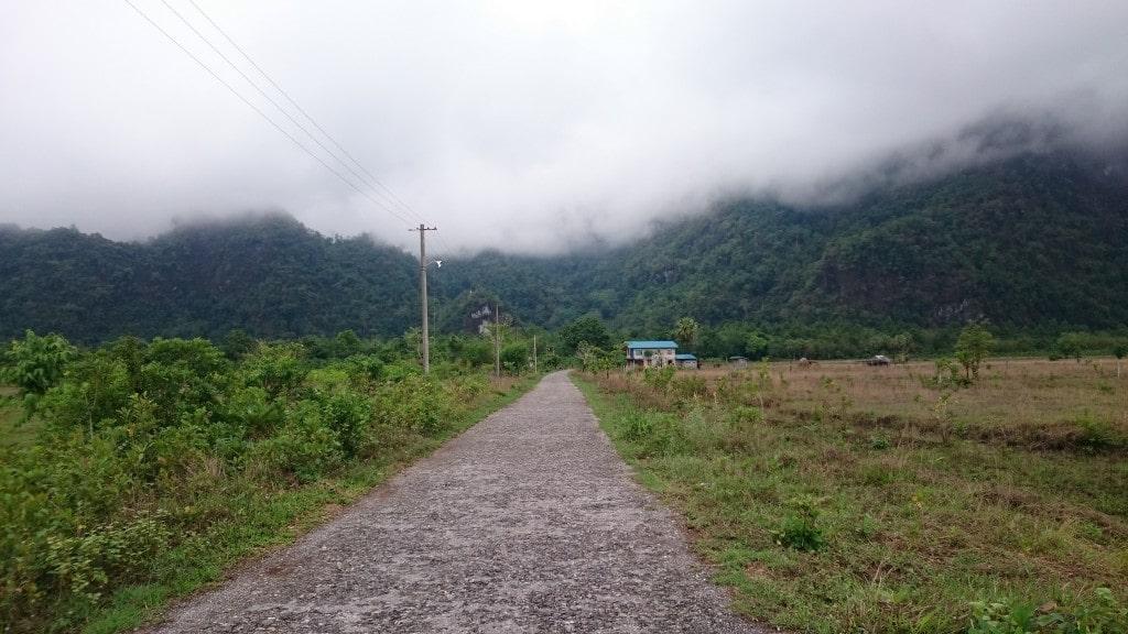 route vers le Mont Zwegabin à Pa An