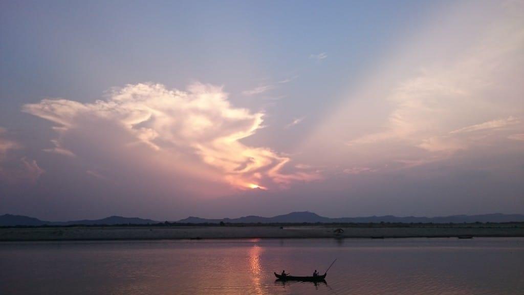 soleil couchant à Bagan
