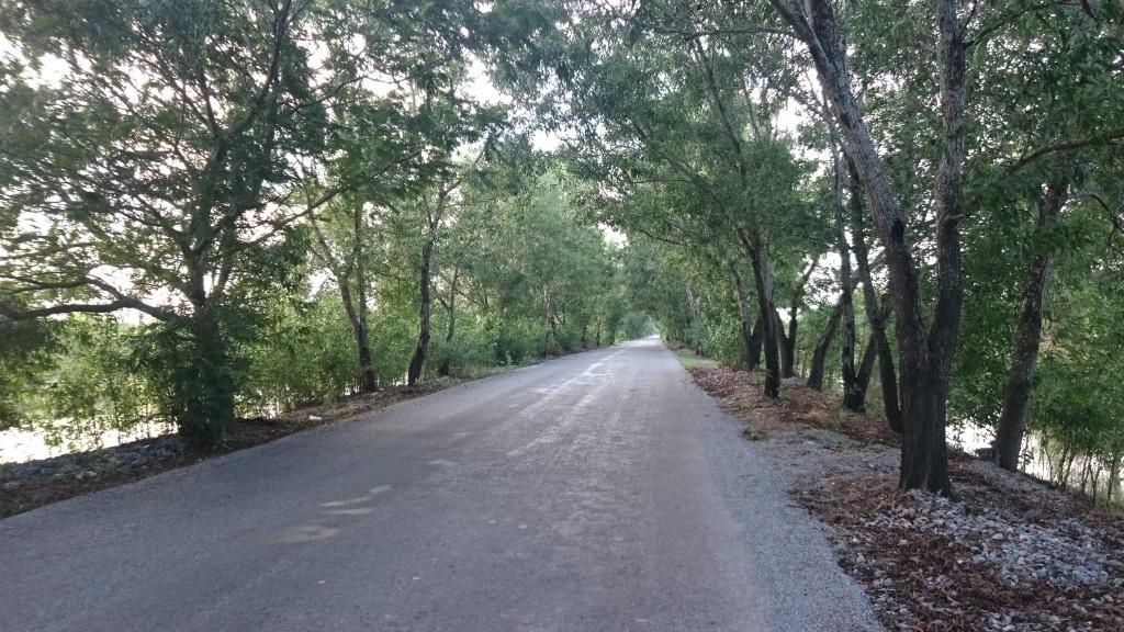 Il y a toujours des bouchons sur les routes birmanes...