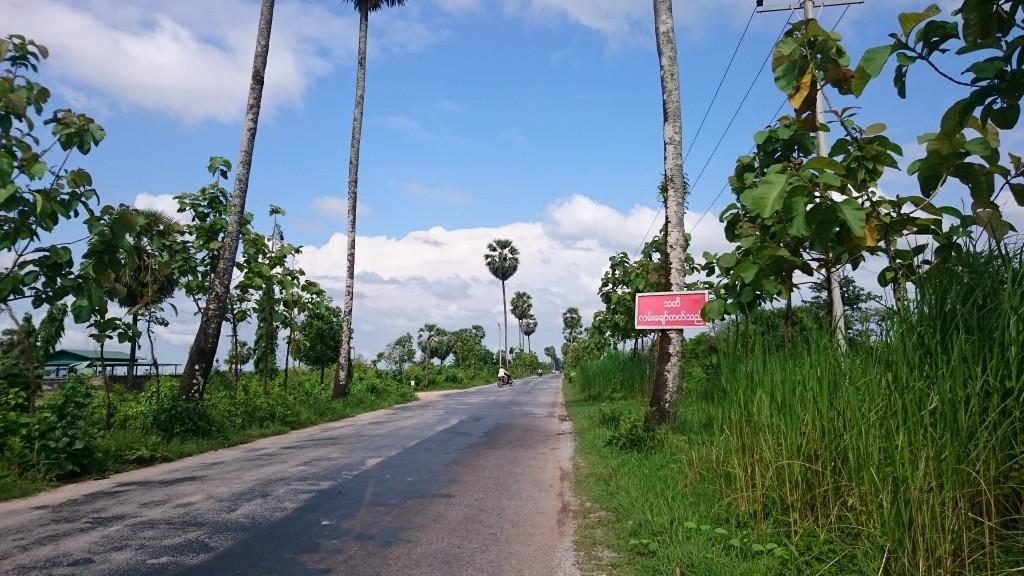 Une route bien agréable dans les environs de Hpa An